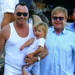 Elton John,  adozioni gay