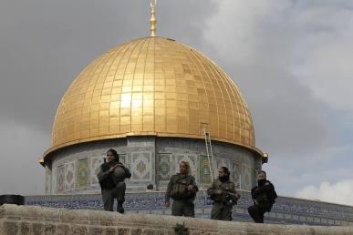 Cupola della Roccia e soldati Israele