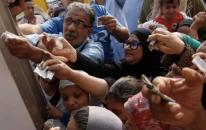 egiziani-fanno-acquisti-esercito