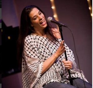 maysoon-zayid-attrice-comica-palestinese