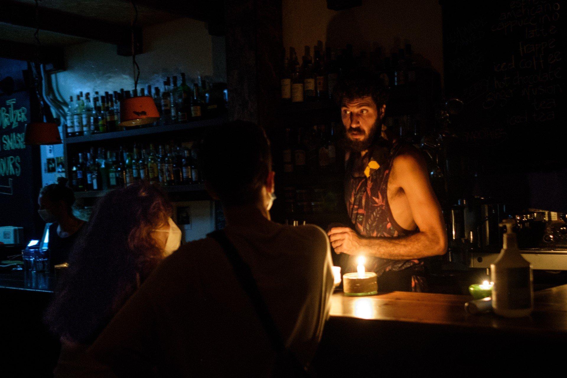 bar-libano-beirut-elettricità